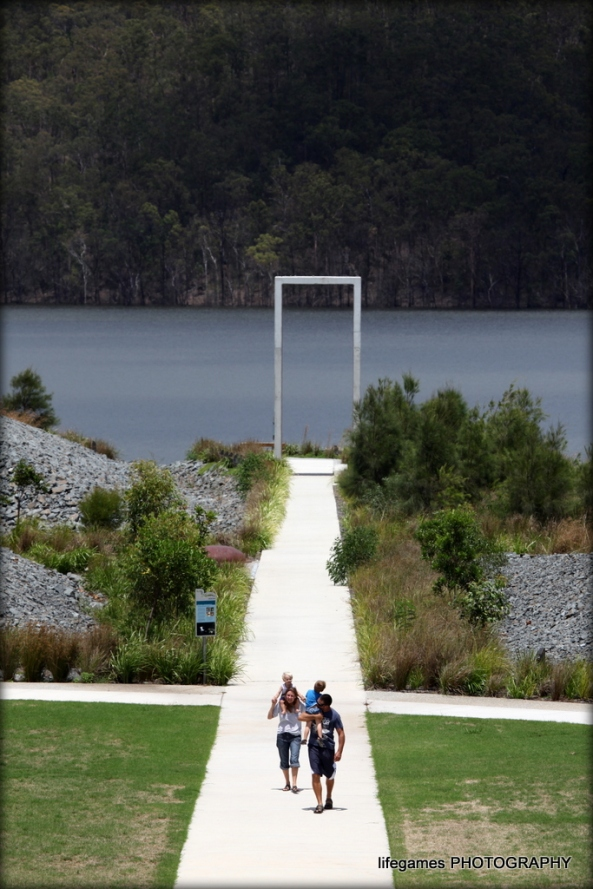 Walking-in-the-parkland-at-the-Hinze-Dam2-095