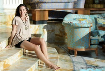 palazzo-versace-attractive-female-model (2)